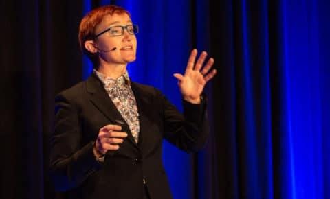 Rachel Andrew photographed speaking by Drew McClellan